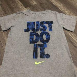 Kids Nike Shirt (Size 6)